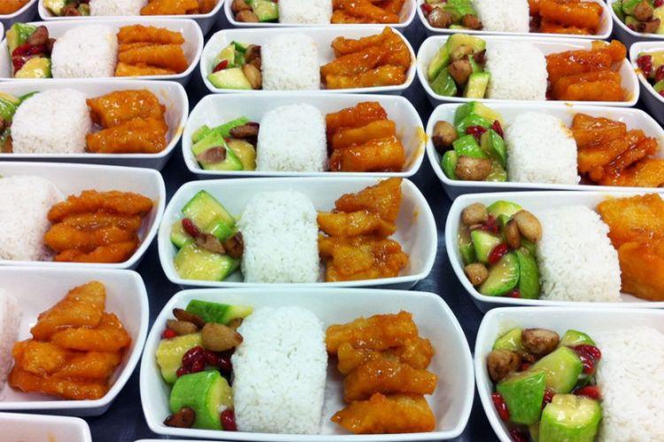 Ilustrasi makanan yang disajikan di pesawat