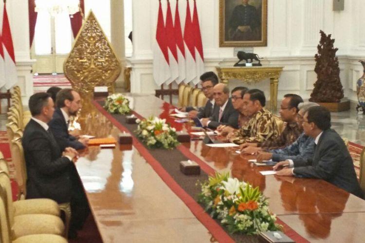 Presiden Joko Widodo bertemu Komisaris tinggi HAM Perserikatan Bangsa-Bangsa (PBB) Zeid bin Raad Zeid Al-Hussein, di Istana Merdeka, Jakarta, Selasa (6/2/2018).