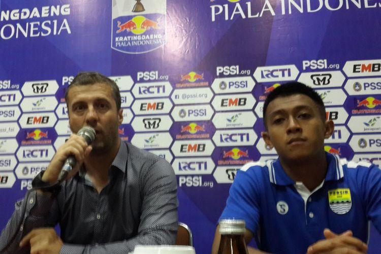 Pelatih Persib Bandung Miljan Radovic saat konferensi pers usai tahan imbang Arema FC di Stadion Kanjuruhan, Kabupaten Malang, Jumat (22/2/2019)