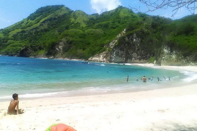 Pantai Koka di Kabupaten Sikka, Pulau Flores, Nusa Tenggara Timur.