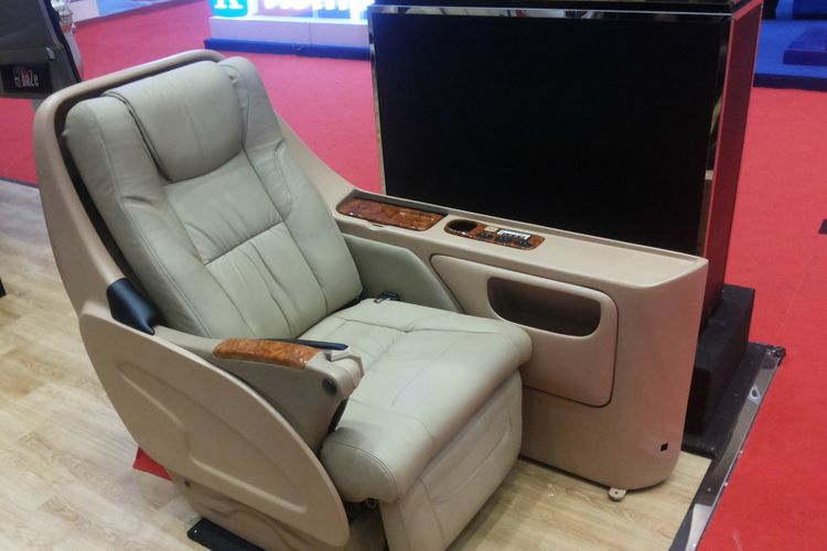 Model jok yang digunakan Baze Luxury Bus Specialist untuk layanan modifikasi kabin mobil seperti yang dipamerkan di IIMS 2018, Kamis (26/4/2018).