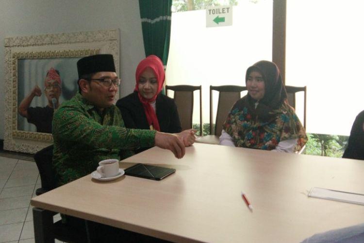 Temui Guru yang Dipecat karena Pilih Dirinya, Ridwan Kamil Berjanji akan Carikan Pekerjaan Baru