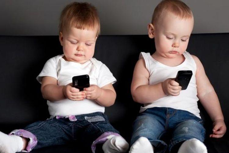 Ilustrasi penggunaan ponsel oleh anak-anak.