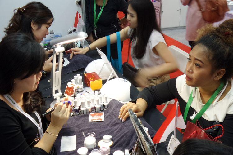 Cosmobeaute Indonesia 2018 menghadirkan beragam produk dan inovasi di bidang industri kecantikan, diselenggarakan mulai 11-13 Oktober 2018 di Jakarta Convention Center (JCC).