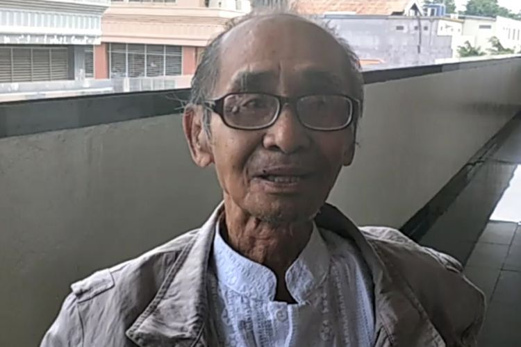 Syamsul Fuad, penulis cerita film Benyamin Biang Kerok yang dirilis pada 1972, diabadikan setelah menghadiri sidang mediasi kedua kasus dugaan pelanggaran hak cipta film tersebut di Pengadilan Negeri Jakarta Pusat, Kamis (5/4/2018).