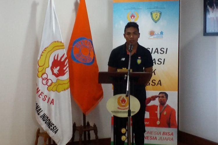 Lalu Muhammad Zohri, sprinter nasional, seusai menerima hadiah secara simbolis berupa satu unit rumah dari Realestat Indonesia (REI), Kamis (2/8/2018) di Gedung KONI Pusat, Jakarta.