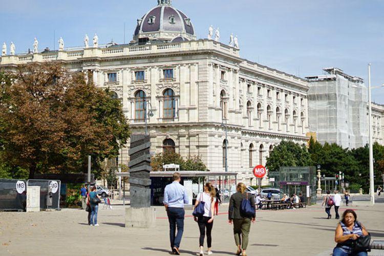 Aktivitas warga di Kota Wina, Austria.