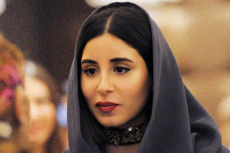 Salahs atu model dalam Arab Fashion Week