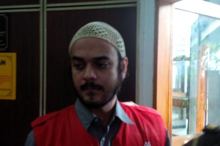 Artis peran Rio Reifan diabadikan usai menjalani sidang kasus narkoba, di Pengadilan Negeri Jakarta Selatan, Senin (3/8/2015).