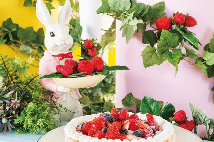 Hilton Tokyo Bay, salah satu hotel resmi Tokyo Disney Resort® menyelenggarakan acara dessert buffet bertema ladang stroberi (strawberry field) di restoran Lounge O mulai 13 Januari hingga 1 Juli 2018.