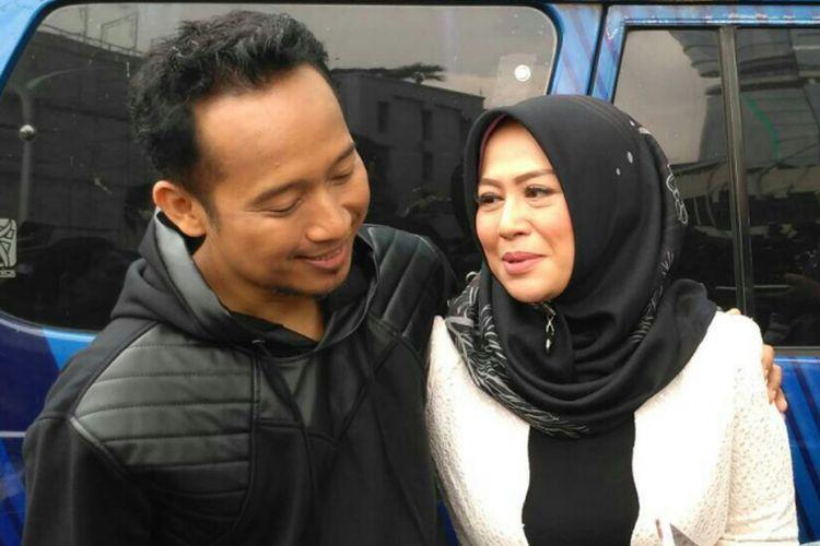 Denny Cagur dan istrinya Santi Widihastuti saat ditemui di kawasan Mampang, Jakarta Selatan, Selasa (15/1/2019).