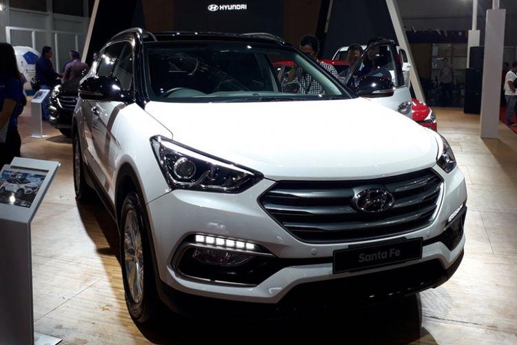 Hyundai Santa Fe mendapatkan paket spesial selama di IIMS 2018.