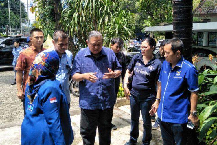 Susilo Bambang Yudhoyono (SBY) tiba di kantor DPP Demokrat, Jalan Proklamasi, Jakarta, Selasa (6/2/2018). SBY berencana akan melaporkan pengacara Setya Novanto, Firman Wijaya ke Bareskrim Polri.