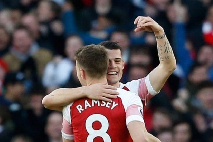 Granit Xhaka merayakan golnya bersama Aaron Ramsey pada pertandingan Arsenal vs Manchester United di Stadion Emirates dalam lanjutan Liga Inggris, 10 Maret 2019.