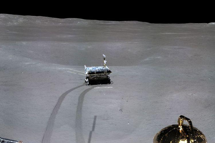 Panorama sisi jauh bulan yang diambil oleh wahana antariksa China