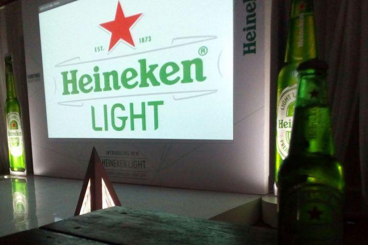 PT Multi Bintang Indonesia Tbk (MLBI) resmi meluncurkan Heineken Light di Indonesia pada Rabu (23/8/2017). Heineken Light adalah bir premium berkadar alkohol rendah 3,3 persen. Kadar kalori bir ini juga rendah yakni 99 kalori.