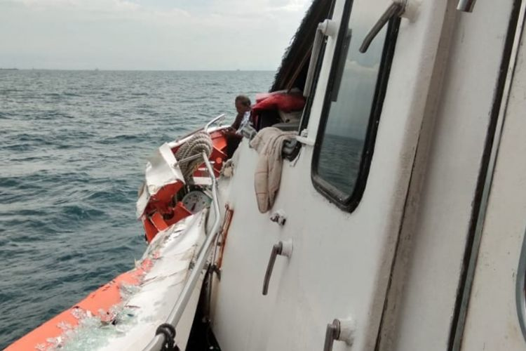 Kondisi Ferri MV Voc Batavia saat mengalami insiden di laut lepas yang menabrak kapal super tangker