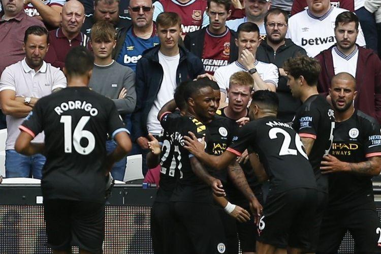 Para pemain Manchester City merayakan gol Gabriel Jesus pada pertandingan West Ham United vs Man City di Stadion London, 10 Agustus 2019.