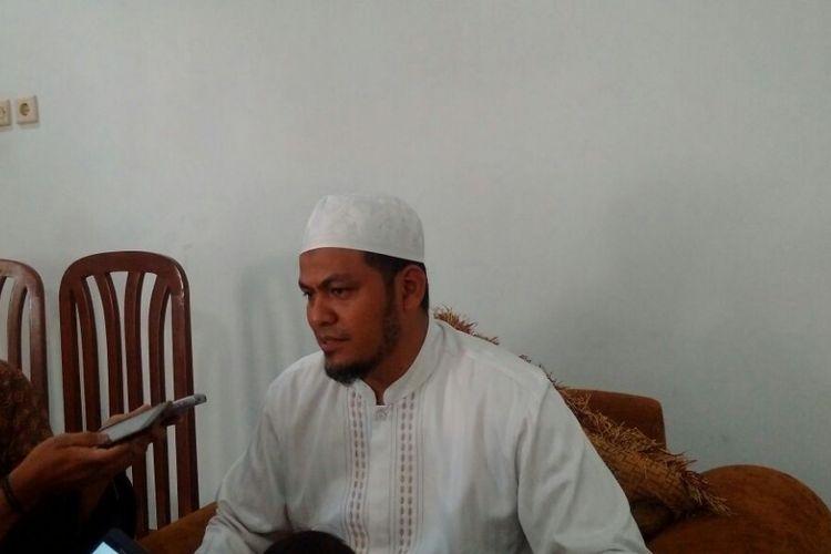Putra Ustaz Abu Bakar Baasyir, Ustaz Abdul Rochim Baasyir ditemui wartawan di kediamanannya kompleks Ponpes Al Mukmin Ngruki, Cemani, Sukoharko, Jawa Tengah, Selasa (27/2/2018).
