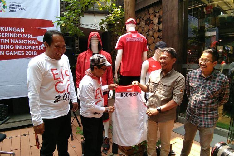 Eiger memperlihatkan kostum timnas panjat tebing yang akan berlaga di Asian Games 2018.
