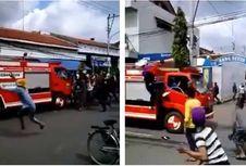 Viral soal Mobil Damkar Diamuk Massa di Batang, Ini Penjelasannya