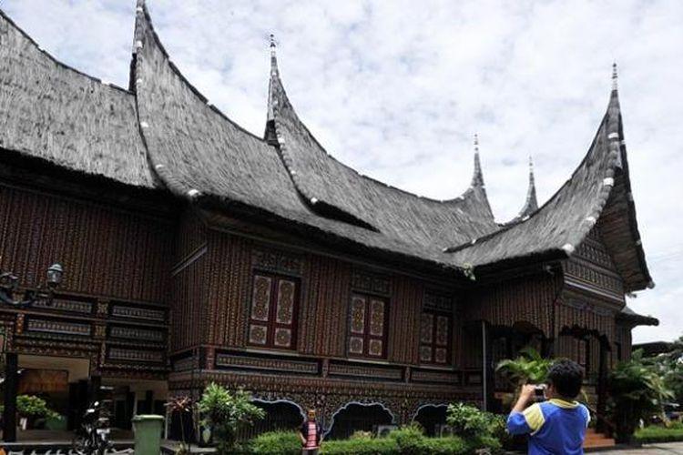 Rumah Gadang di Taman Mini Indonesia Indah (TMII), Jakarta Timur.