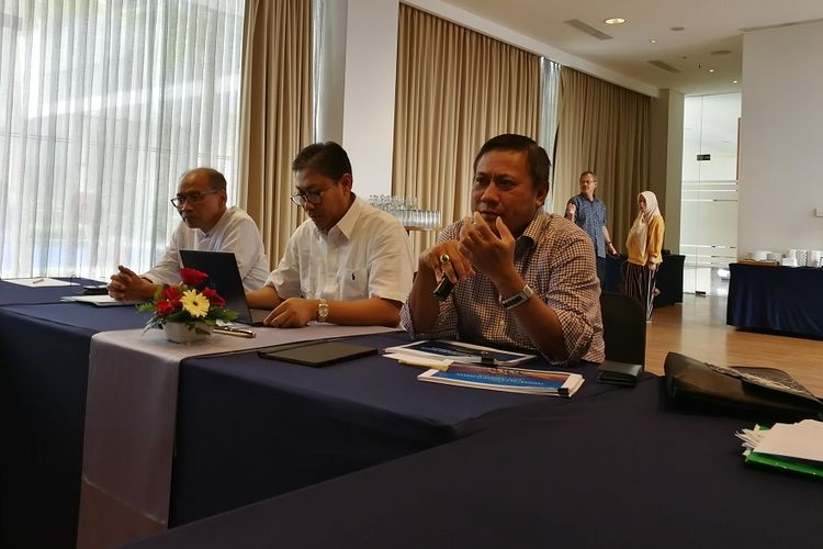 Dari kiri ke kanan: Deputi Kepala Perwakilan Bank Indonesia Provinsi Jawa Barat, Direktur Eksekutif Departemen Komunikasi Bank Indonesia Onny Widjanarko, dan Direktur Eksekutif Departemen kebijakan Ekonomi dan Moneter Bank Indonesia Endy Dwi Tjahjono di Bandung, Sabtu (18/5/2019)