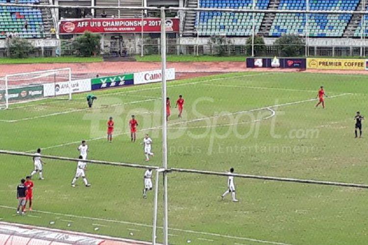 Suasana laga timnas U-19 Indonesia vs Myanmar pada laga perebutan peringkat ketiga Piala AFF U-18 di Thuwunna Stadium, Yangon, Myanmar, Minggu (17/9/2017).