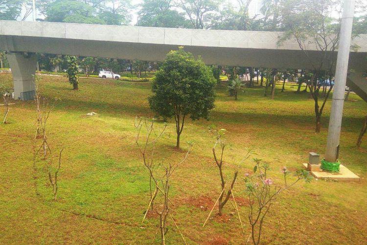 Taman Semanggi dirapikan kembali setelah pembangunan simpang susun rampung.