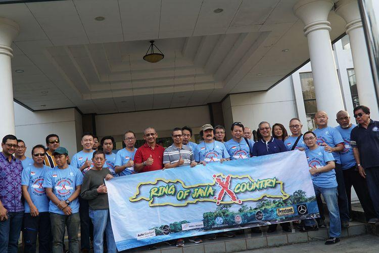Komunitas SUV yang tergabung dalam  Ring Of Java x Country (ROJ Cross Country) berkeliling di sisi terluar pulau Jawa nonstop
