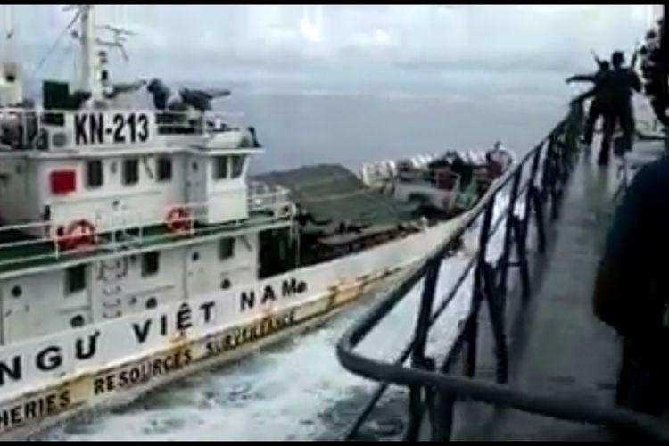 Tindakan arogansi dan memalukan kembali dilakukan pihak Vietnam. Kali ini terjadi pada kapal patroli TNI AL, KRI Tjiptadi-381 yang sedang melakukan patrolu di utara perairan Natuna, Kepulauan Riau.  Dimana 2 kapal pengawas perikanan Vietnam KN 264 dan KN 231 telah dengan sengaja menabrakan diri ke KRI Tjiptadi-381 yang sedang membawa Kapal Ikan Asing (KIA) Vietnam BD 979 yang ketangkap melakukan pencurian ikan di perairan Indonesia khusuanya wilayah utara periaran Natuna.