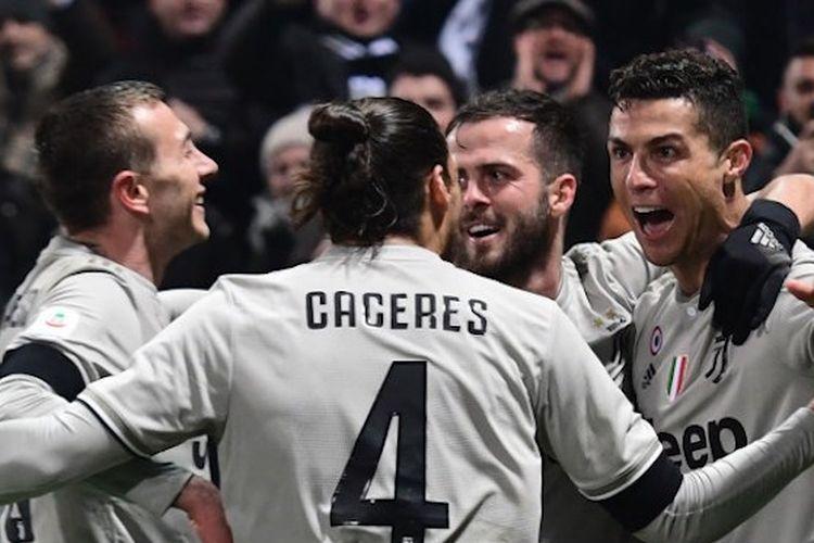 Para pemain Juventus merayakan gol Cristiano Ronaldo ke gawang Sassuolo pada pertandingan Serie A Liga Italia di Stadion Mapei, 10 Februari 2019.