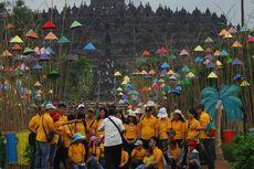 Candi Borobudur Tambah Cantik dengan Hiasan Topeng Warna-warni