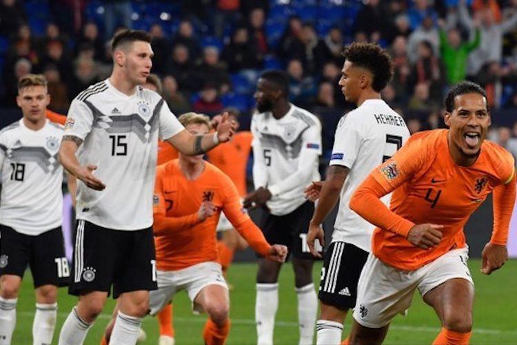 Virgil Van Dijk merayakan golnya pada laga Jerman vs Belanda di Gelsenkirchen dalam lanjutan UEFA Nations League, 19 November 2018.