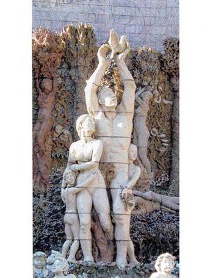 Patung pusat yang memiliki keberadaan simbolis