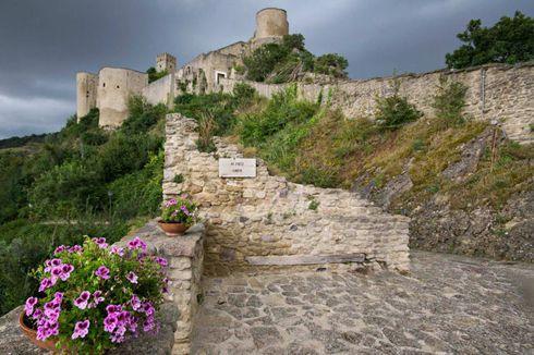 Disewakan, Kastil Abad Pertengahan
