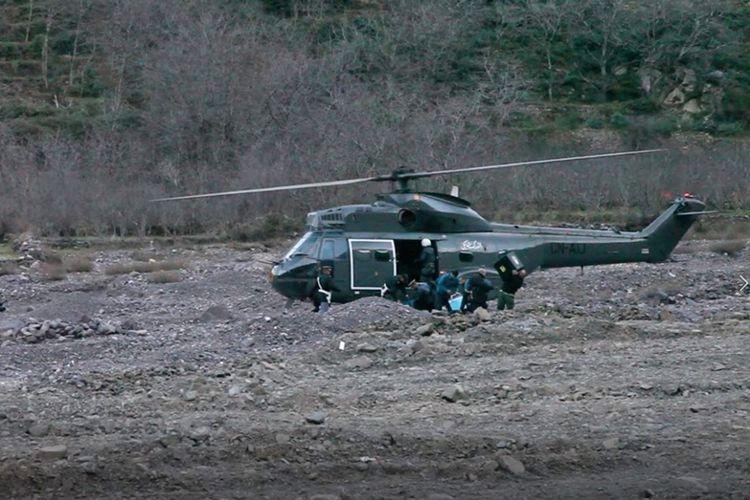 Helikopter tiba di lokasi dekat ditemukannya dua jenazah perempuan turis di Pegunungan Atlas, Maroko, Selasa (18/12/2018).