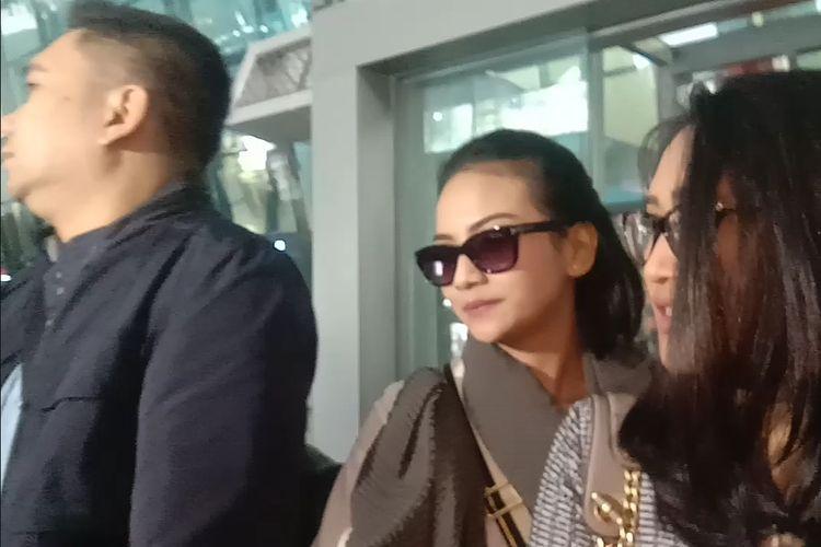 Vanessa Angel tiba di Terminal 3 Bandar Udara Soekarno-Hatta Tangerang, Banten, Senin (1/7/2019).
