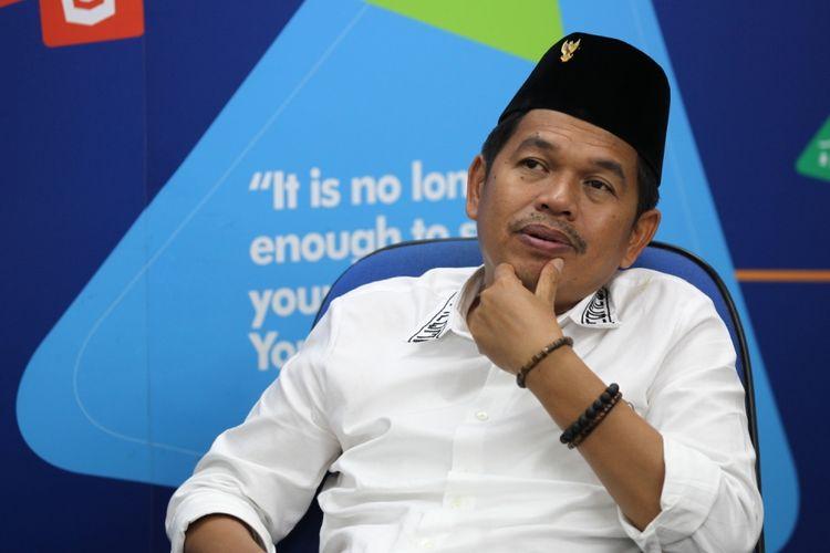 Bupati Purwakarta Dedi Mulyadi saat diwawancarai di kantor redaksi Kompas.com, Palmerah, Jakarta, Selasa (24/10/2017). Dedi Mulyadi digadang-gadang menjadi salah satu kandidat calon gubernur dalam pemilihan kepala daerah Jawa Barat 2018.