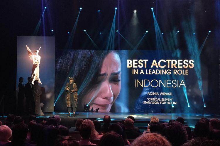 Adinia Wirasti menerima penghargaan sebagai Best Actress untuk aktingnya dalam Critical Eleven di Asian Academy Creative Awards 2018.