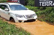 Uji Ketangkasan Nissan Terra di Medan Buatan