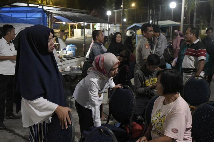 Bupati Luwu Utara Ajak Makan Malam Korban Gempa