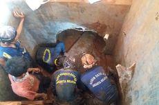 Saluran Air di Jalan TB Simatupang Tersumbat Puing Sisa Bangunan