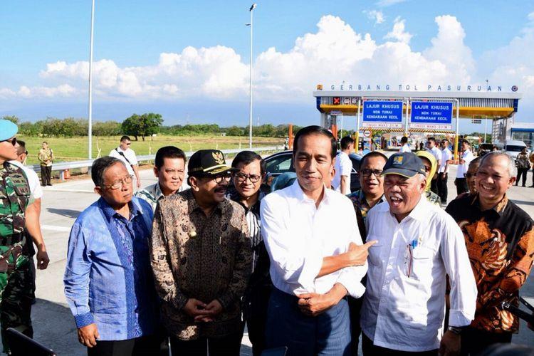 Seusai peresmian jalan tol Rembang-Pasuruan, Jumat (22/6/2018), Presiden Joko Widodo mengarahkan telunjuknya kepada Menteri PUPR Basuki Hadimuljono dan menyebutnya sebagai Daendels baru.
