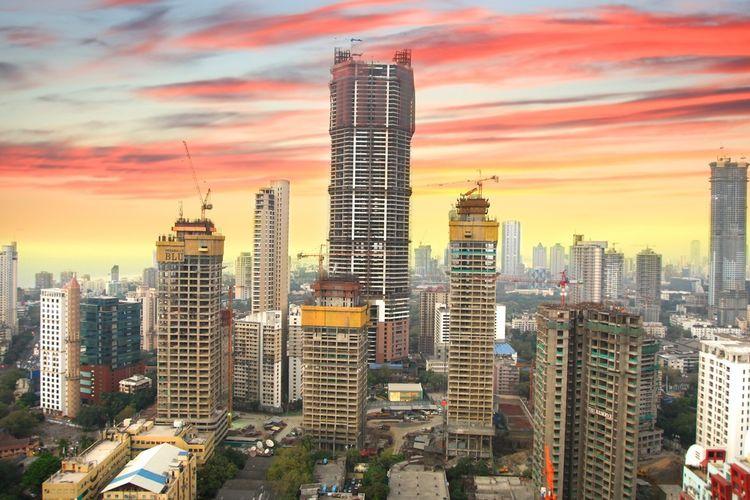 Kota Mumbai merupakan salah satu pusat keuangan, komersial, dan hiburan di India.