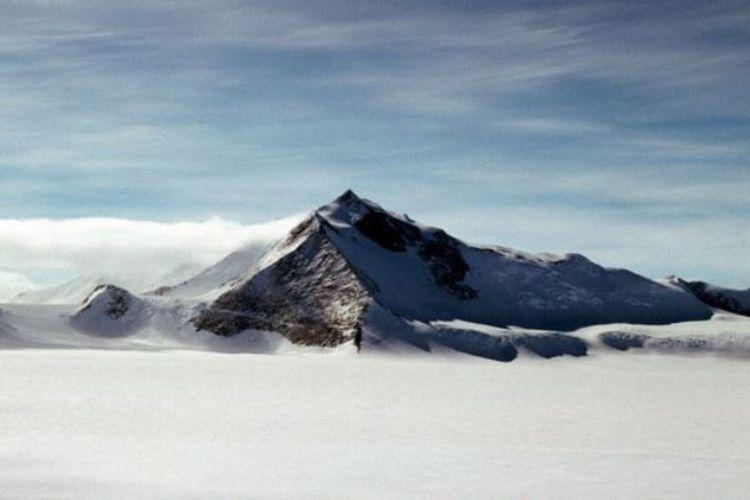 Mount Hope dua kali lebih tinggi dari gunung Ben Nevis di Skotlandia.