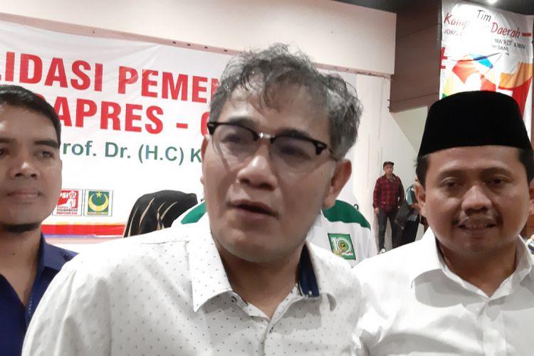 Jubir TKN Jokowi-Maruf Amin, Budiman Sudjatmiko diwawancara usai Konsolidasi Pemenangan Capres Cawapres Jokowi-Maruf Amin di Sumedang, Jawa Barat, Minggu (10/2/2019).
