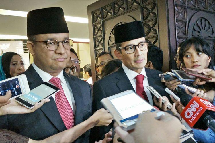 Gubernur DKI Jakarta Anies Baswedan dan Wakil Gubernur DKI Jakarta Sandiaga Uno di Gedung DPRD DKI Jakarta, Jalan Kebon Sirih, Rabu (15/11/2017).