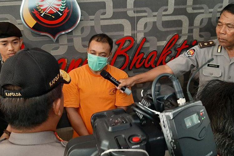 Polda Kalbar menggelar konferensi pers terkait dugaan penipuan berkedok penerimaan poin Traveloka di Mapolda Kalbar, Jumat (17/7/2019).