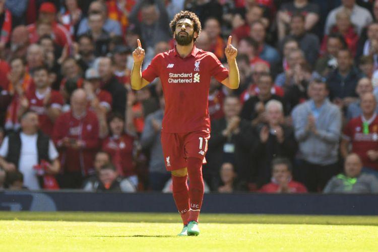 Mohamed Salah melakukan selebrasi seusai mencetak gol pertama Liverpool ke gawang Brighton & Hove Albion pada pertandingan Premier League di Stadion Anfield, 13 Mei 2018.